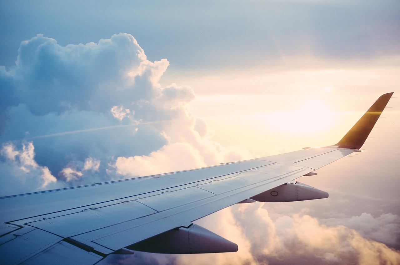 Wolni niczym ptaki – tanie latanie samolotami, poradnik jak upolować okazję na przelot