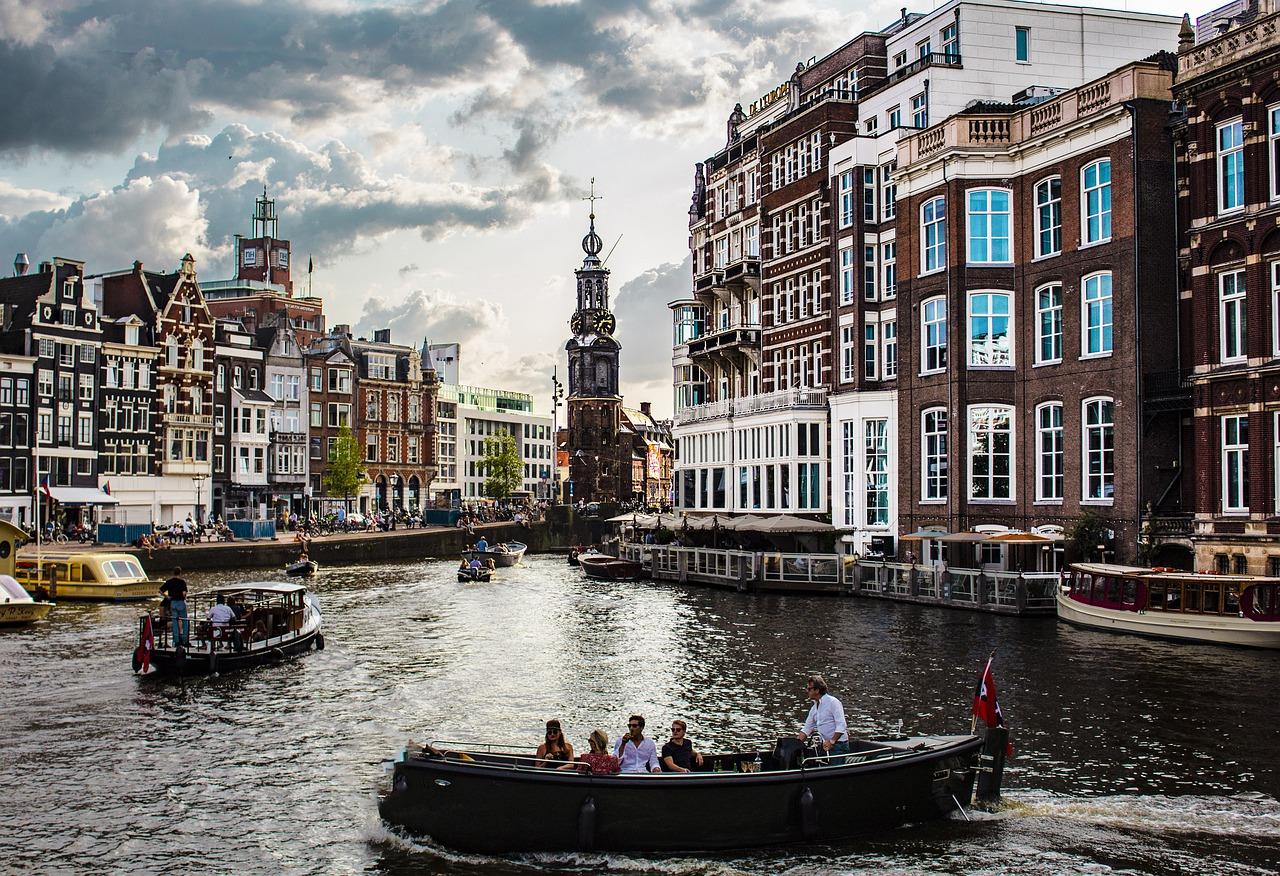 Stolica Holandii i uroki kraju nad morzem północnym